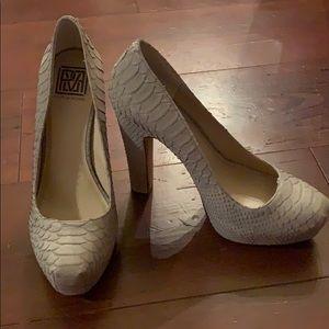 Pour La Victoire Size 10 heels